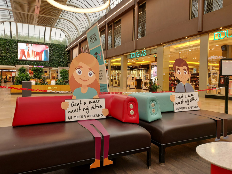 Ludiek idee: poppen van karton voor anderhalve meter handhaving