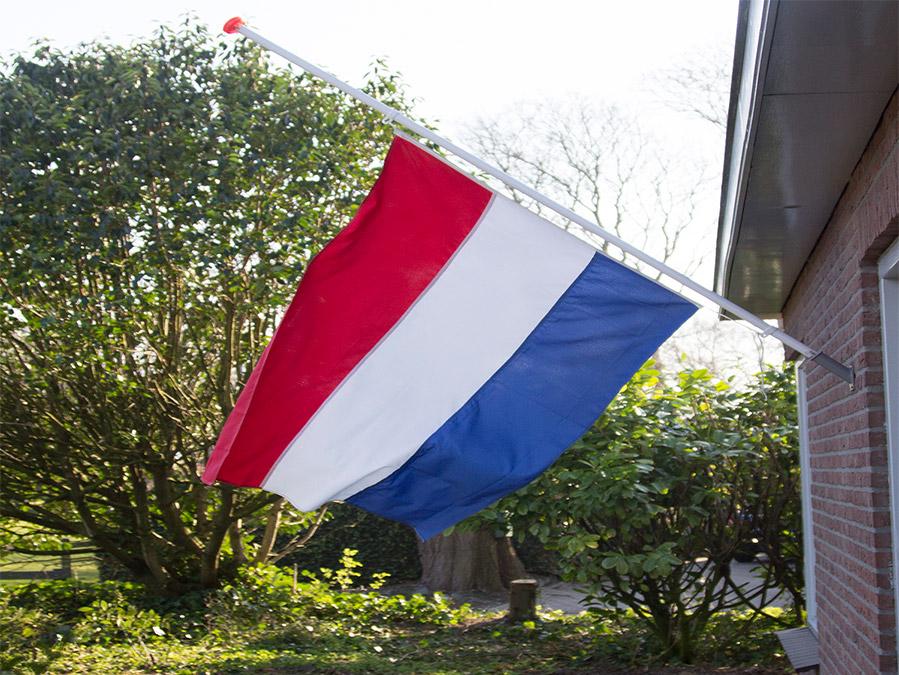 Met de flagclips hang je de vlag in een handomdraai halfstok